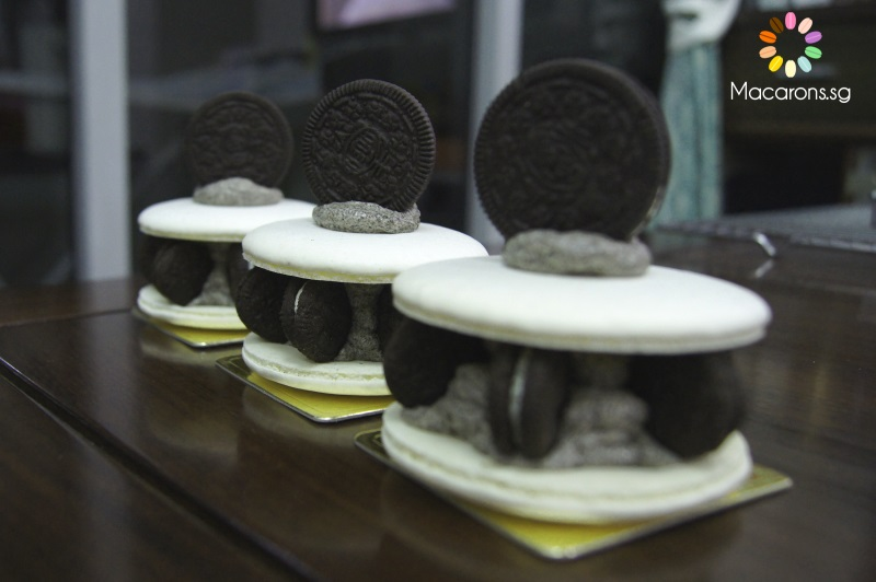 Giant Oreo Macarons In Singapore