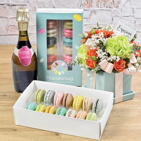 Noel Macarons Gift Set